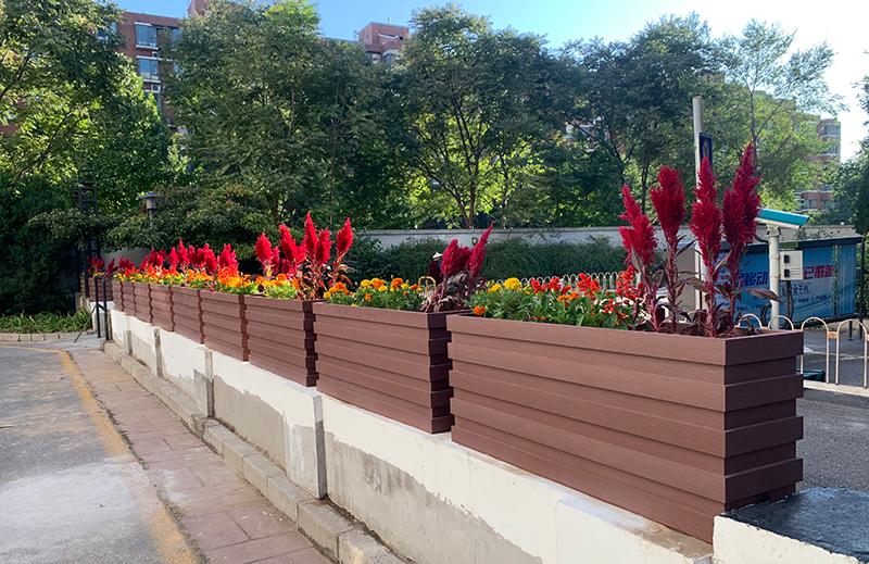 北京海淀区,红檀色塑木花箱隔离