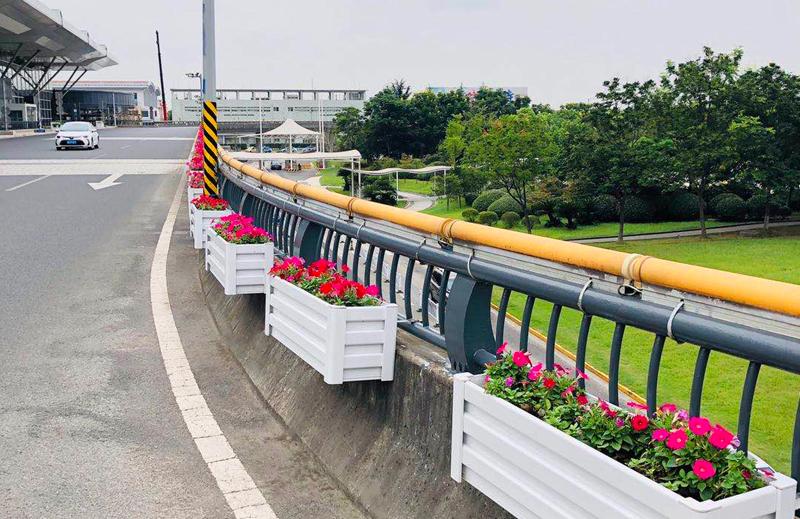 江苏无锡,护栏壁挂式花箱